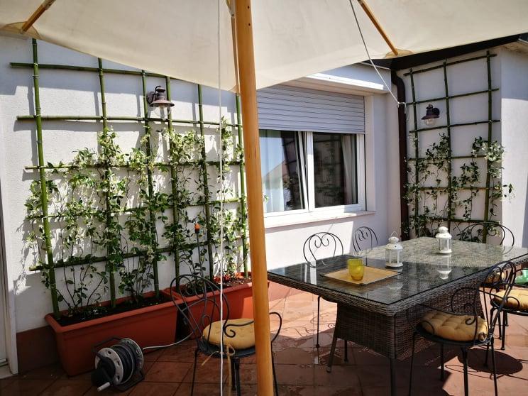 Terrazzo a Milano con bambu e gelsomino